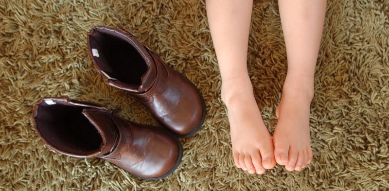 娘の足とブーツ