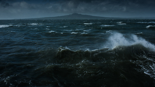 嵐の海で放浪